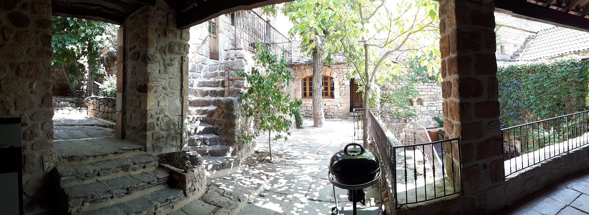 Terrasses intérieures du Gite Les Terrasses des Sielves