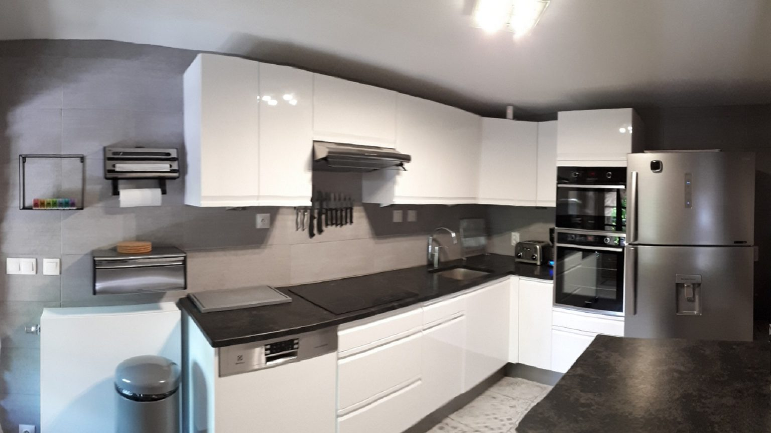 Granite worktop - All equipment for 12 people... and more
