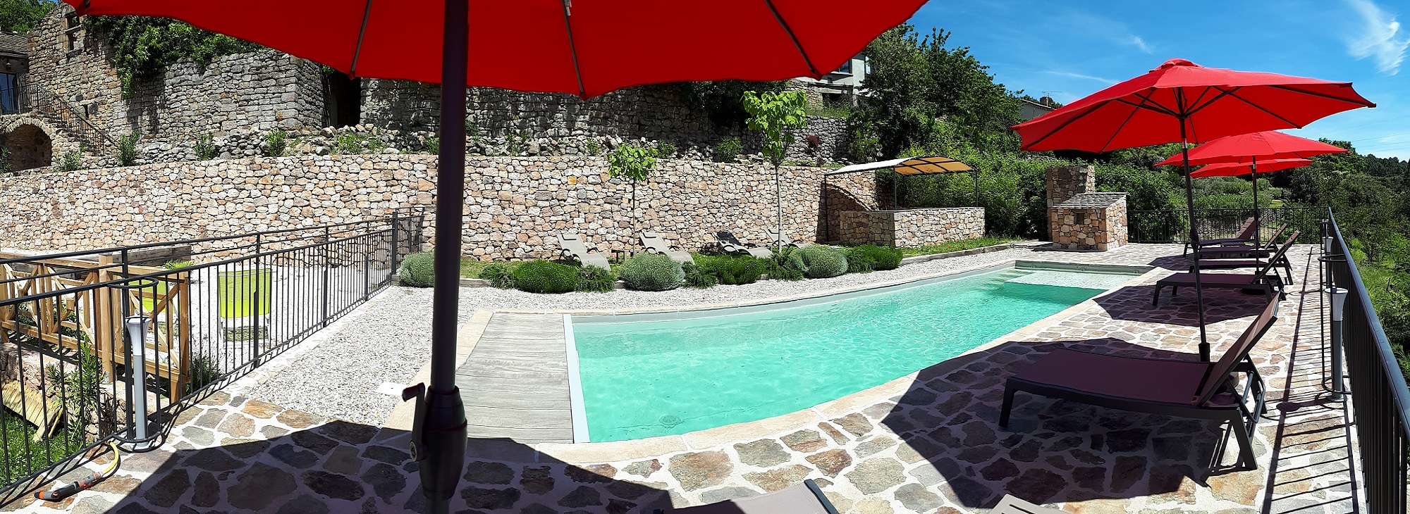Magnifique espace piscine avec vue panoramique